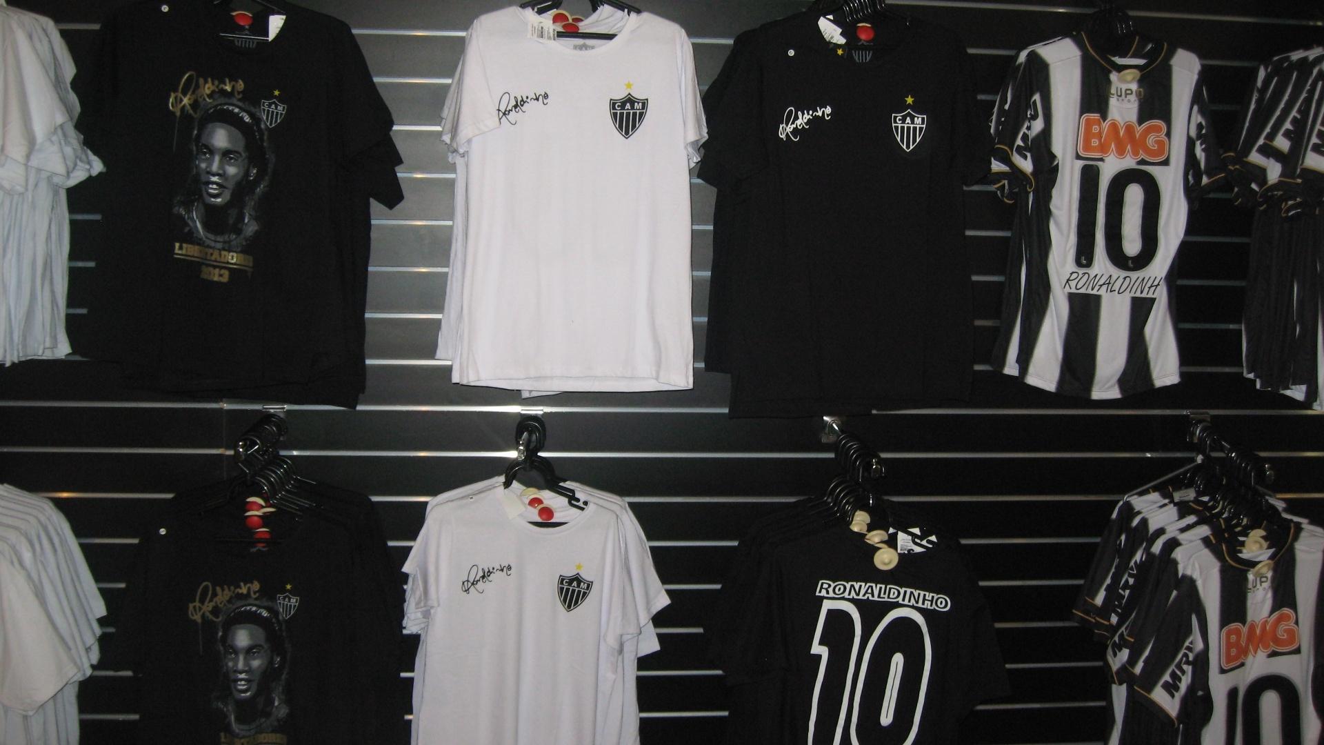 Produtos com a marca de Ronaldinho Gaúcho foram lançados na Loja do Galo