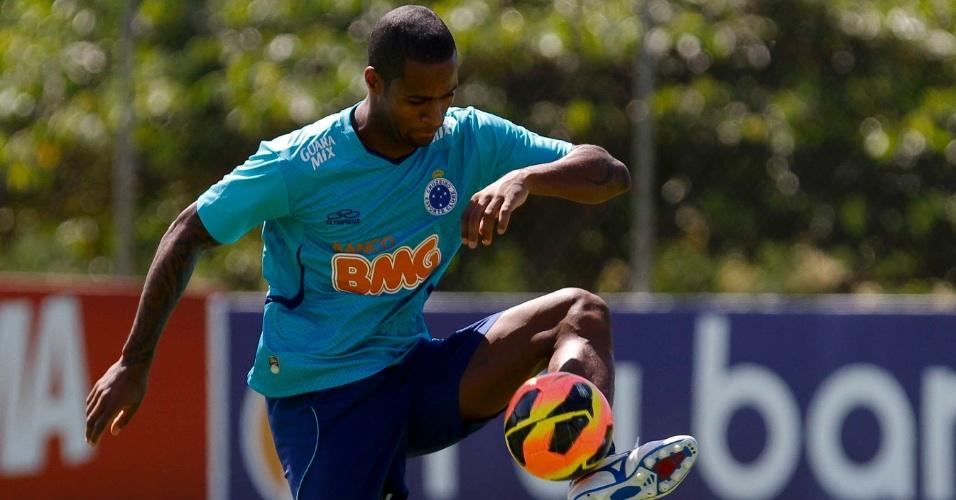 30/04/2013 - Dedé durante treino do Cruzeiro na Toca da raposa II, em Belo Horizonte