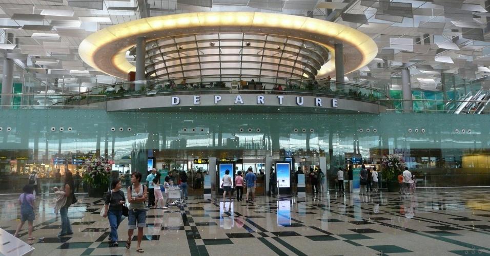 2.mai.2013 - 1º lugar: Aeroporto de Changi (Cingapura) - Pela quarta vez, o terminal, que transportou mais de 50 milhões de pessoas em 2012, venceu a eleição promovida pela empresa de consultoria britânica Skytrax. Desde a criação do prêmio, em 1999, o aeroporto cingapuriano sempre esteve entre os três mais bem avaliados. Neste ano, mais de 12 milhões de usuários em 160 países responderam à pesquisa, que não distribui prêmios em dinheiro