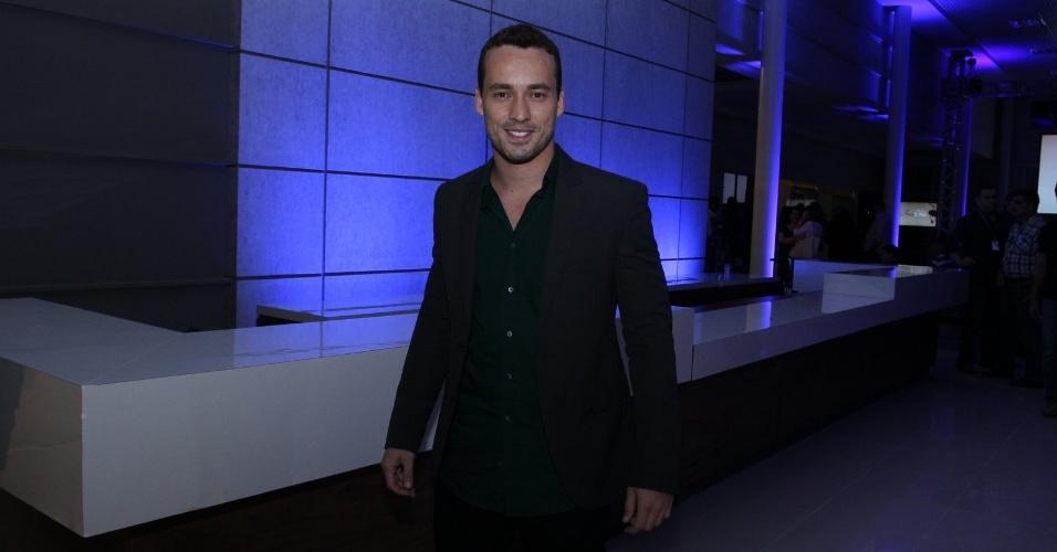 """30.abr.2013 - Rodrigo Andrade prestigiou a coletiva de lançamento da novela """"Amor à Vida"""" no Projac, no Rio. Ele dará vida a um fisioterapeuta"""