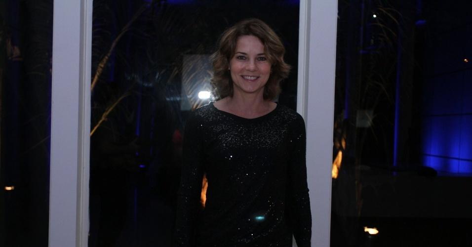 """30.abr.2013 - Vera Zimmermann prestigiou a coletiva de lançamento da novela """"Amor à Vida"""" no Projac, no Rio"""