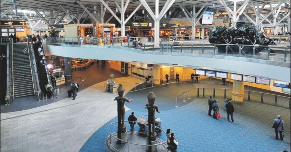 2.mai.2013 - 8º lugar: Aeroporto de Vancouver (Canadá) - Melhor aeroporto do continente americano, segundo a pesquisa. Manteve o oitavo lugar que já havia conquistado em 2012. Com três pistas e três terminais, movimentou quase 300 mil aeronaves e 17 milhões de passageiros em 2012