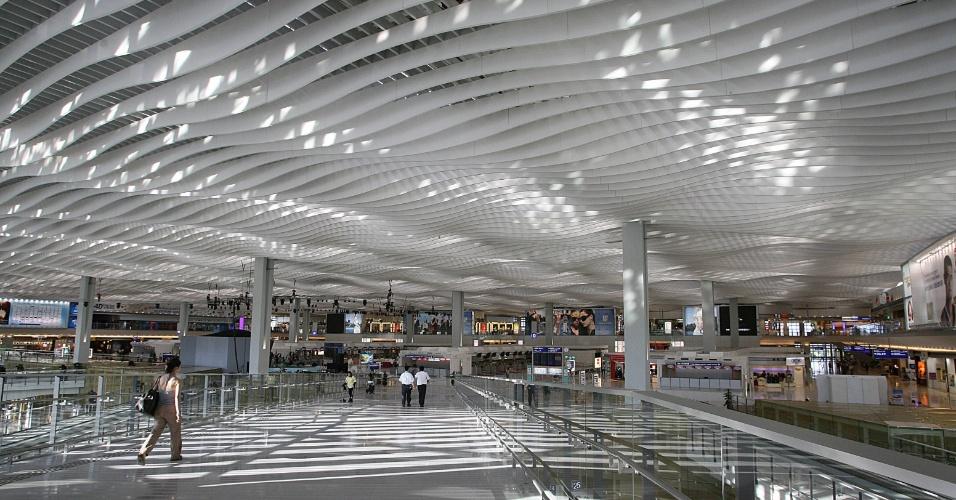 2.mai.2013 - 4º lugar: Aeroporto de Hong Kong (China) - Maior vencedor do prêmio com oito conquistas. Pela primeira vez em 12 anos, o aeroporto ficou de fora de lista dos três melhores do mundo. A unidade oferece voos para 154 destinos em todo o mundo e tem dois terminais de embarque, que somam 66 portões. O terminal 1 de Hong Kong é o terceiro maior do mundo, com 846 mil metros quadrados