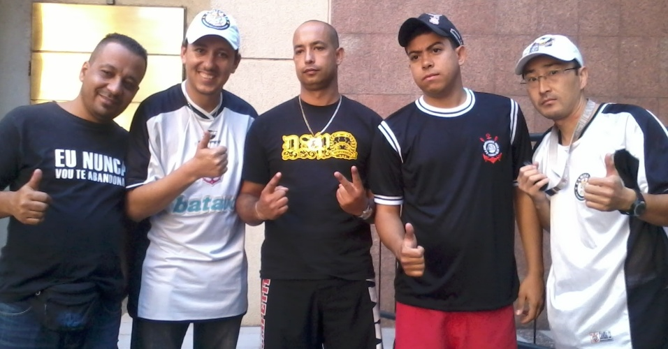 Torcedores do Corinthians na Argentina prometem estender faixa do time na Bombonera