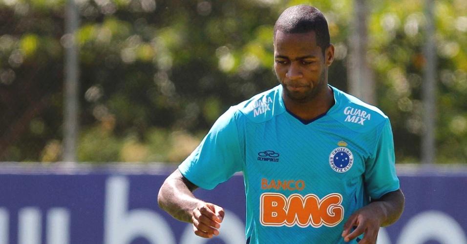 Zagueiro Dedé realiza primeiro rachão pelo Cruzeiro, na Toca da Raposa II (30/4/2013)