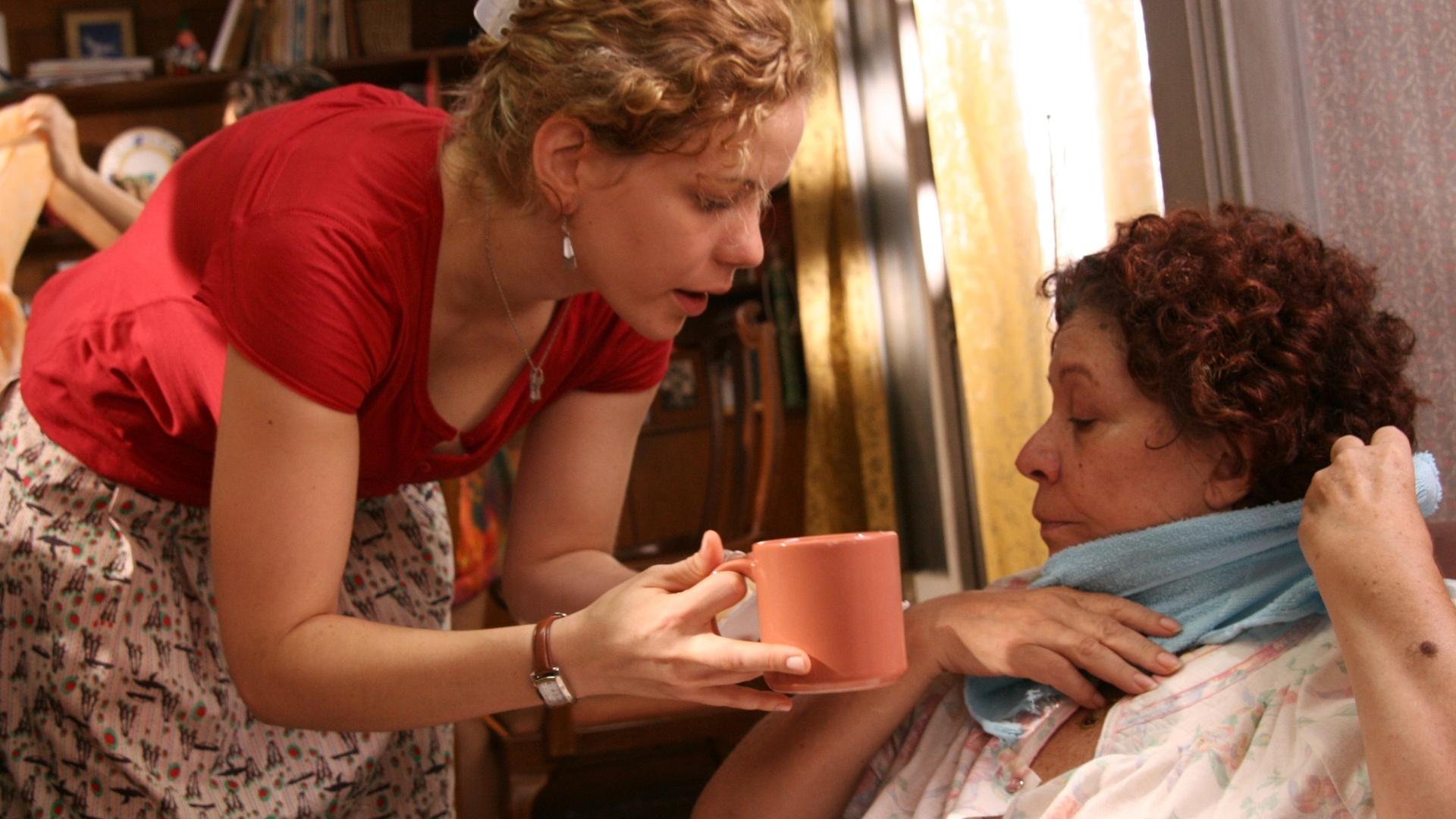 01.mai.2013 - As atrizes Leandra e Angela Leal em cena de