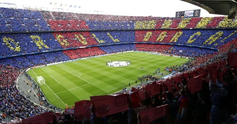 """01.mai.2013 - Torcida do Barcelona exibe mosaico com os dizeres """"Orgulho do Barça!"""" nas arquibancadas do Camp Nou"""