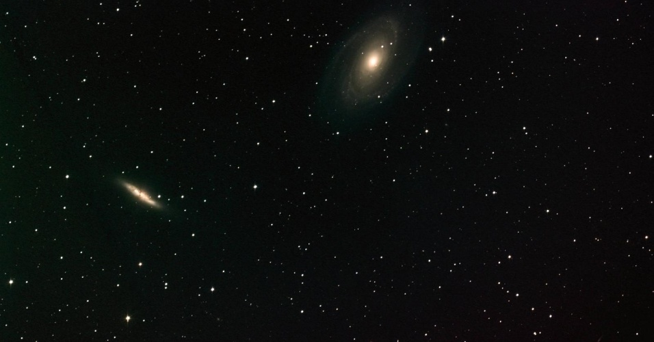 1.mai.2013 - O brilho das galáxias M-81 e M-82 é captado nesta imagem do telescópio do Centro de Voo Espacial Marshall em Huntsville, EUA