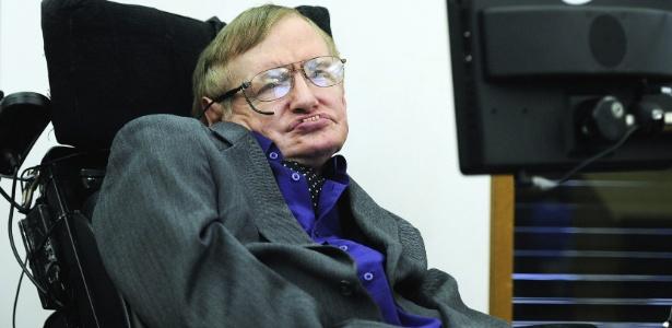 Stephen Hawking sofre com uma doença degenerativa que paralisou os músculos do seu corpo