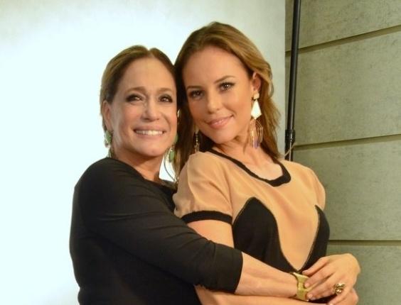 30.abr.2013 - Paolla Oliveira e Susana Vieira se abraçam durante o lançamento da novela