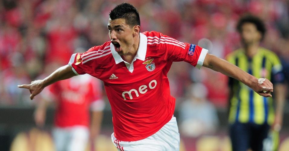 02.mai.2013 - Oscar Cardozo, do Benfica, comemora após marcar contra o Fenerbace, pela semifinal da Liga Europa
