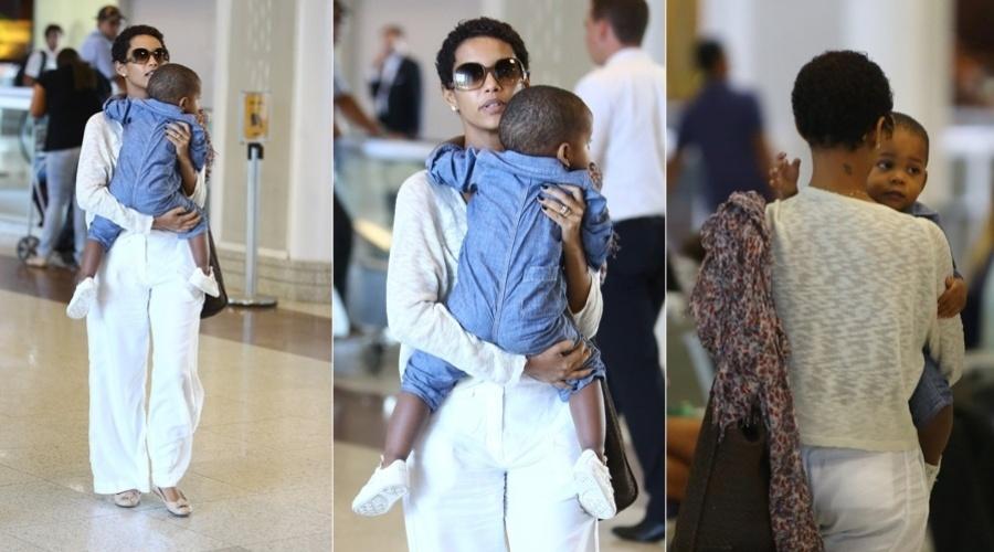2.mai.2013 - Taís Araújo e o filho, João Vicente, embarcaram no aeroporto Santos Dumont, centro do Rio