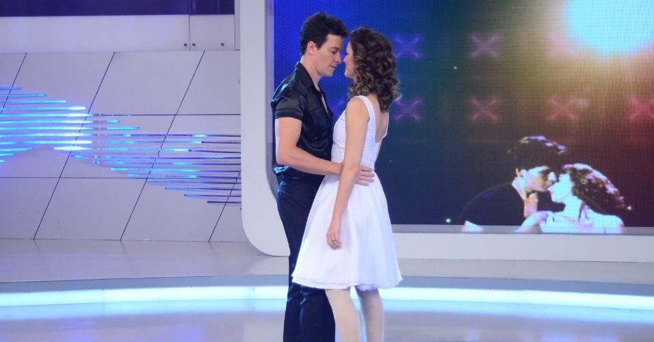 """4.mai.2013 - Rodrigo Faro e Chris Flores revivem cena de """"Dirty Dancing"""" em """"O Melhor do Brasil"""""""