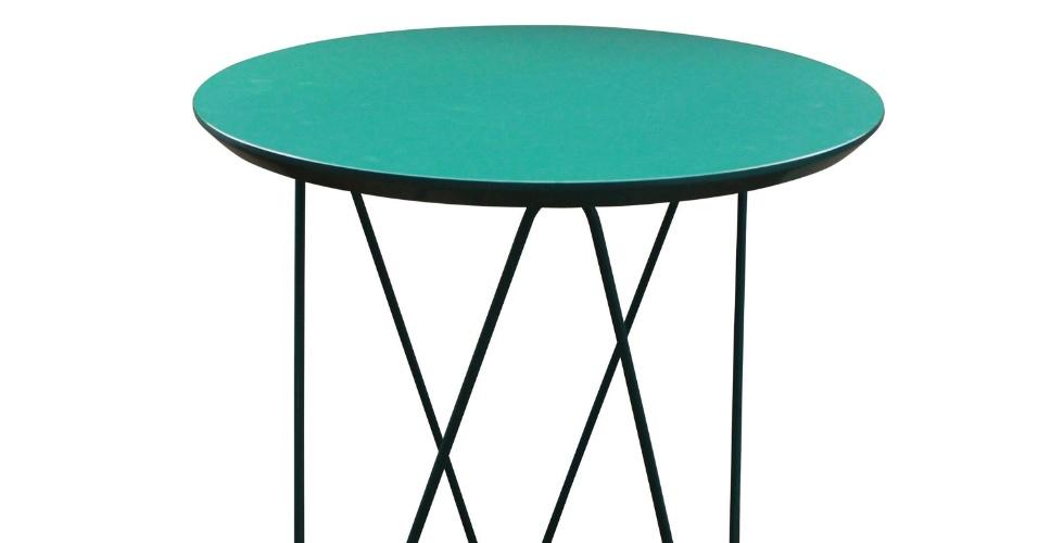 A mesa Clip G Turquesa tem pés feitos de aço e superfície em madeira laqueada. O móvel com 63 cm altura por 60 cm diâmetro é vendido na Dali Casa (www.dalicasa.com.br) por R$ 614 I Preços pesquisados em abril de 2013 e sujeitos a alterações