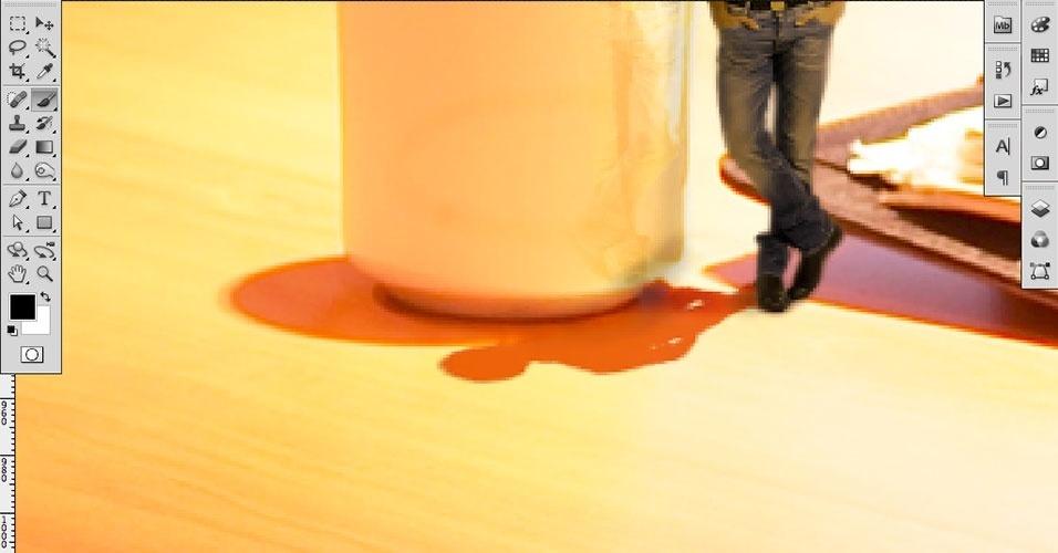 Com a Blur Tool (Ferramenta Desfoque), mesclamos a sombra da xícara e da pessoa