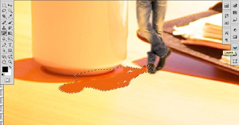 Com a Eraser Tool (Ferramenta Borracha) apague as sobreposições de sombras (ela estava sobre a xícara). Depois, voltaremos aos detalhes das sombras