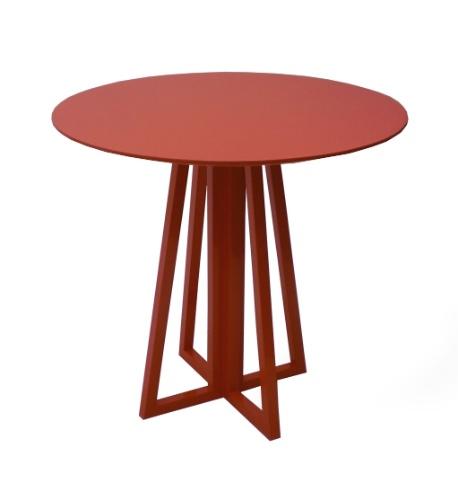 Desenhada por Amélia Tarozzo para a Girona Design (www.gironadesign.com.br), a mesa lateral Grace de MDF mede 70 cm por 70 cm por 70 cm. O preço sugerido pela marca é de R$ 1.280 I Preços pesquisados em abril de 2013 e sujeitos a alterações