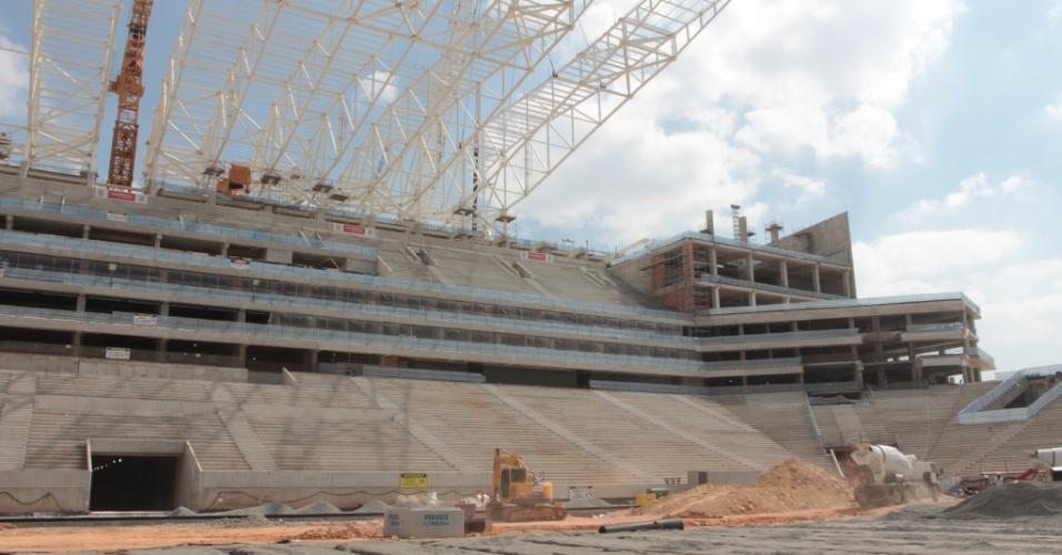 02.05.2013 - Itaquerão já está com 3/4 da obra concluída