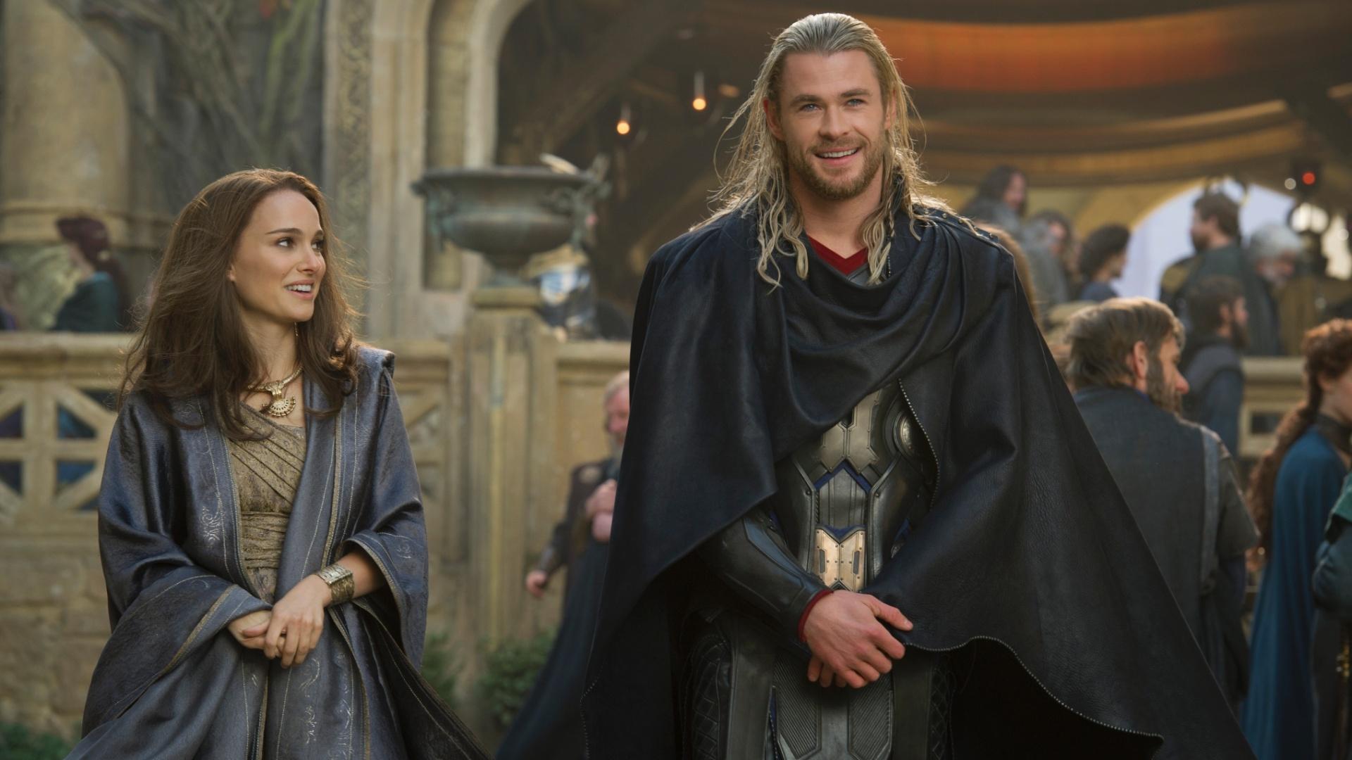 Natalie Portman e Chris Hemsworth em cena de