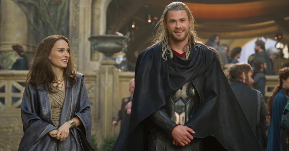"""Natalie Portman e Chris Hemsworth em cena de """"Thor: O Mundo Sombrio"""""""