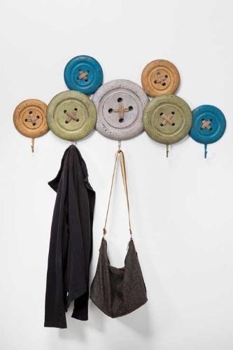 O cabideiro Knobs, da marca alemã Kare, é fabricado em ferro laqueado e mede 40 cm por 104 cm por 9 cm. Na loja filial brasileira (www.kare-saopaulo.com.br), a peça está à venda por R$ 477 I Preços pesquisados em abril de 2013 e sujeitos a alterações
