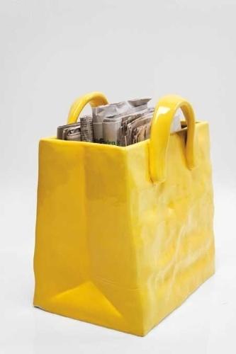 O porta-revistas Handbag Yellow, da marca alemã Kare, é feito de cerâmica e mede 35 cm por 32 cm por 20 cm. A peça pode ser comprada na loja filial brasileira (www.kare-saopaulo.com.br) por R$ 396 I Preços pesquisados em abril de 2013 e sujeitos a alterações