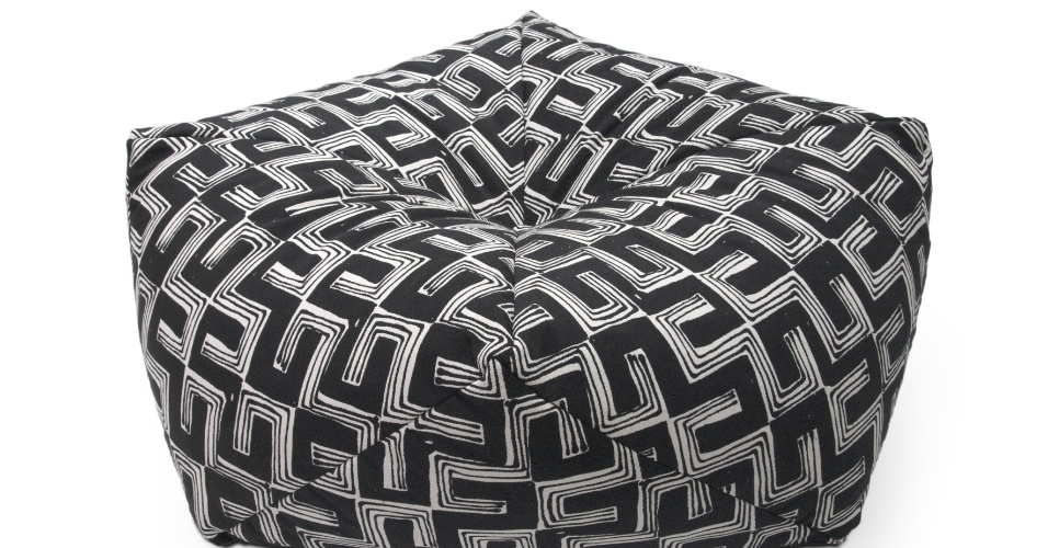 O pufe Diams 84 é revestido de tecido Jacquard Ethnic e tem enchimento de bolas de isopor. O item (84 cm por 84 cm por 26 cm) está à venda por R$ 292 na Futon Company (www.futon-company.com.br) I Preços pesquisados em abril de 2013 e sujeitos a alterações