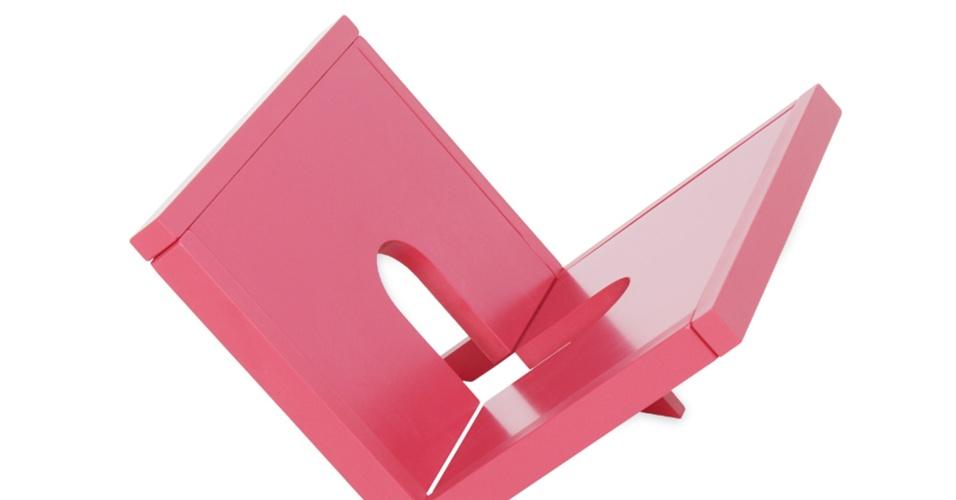 O revisteiro Leg, produzido em madeira, é vendido na loja Meu Móvel de Madeira (www.meumoveldemadeira.com.br) por R$ 99. O item mede 40 cm por 39 cm por 42 cm I Preços pesquisados em abril de 2013 e sujeitos a alterações