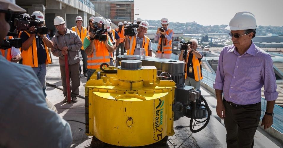 03.maio.2013 - Nesta sexta-feira foi feito o ensaio de vibração nas arquibancadas do Itaquerão, pela equipe da IEME Brasil, com a Vibrodina, máquina que simula a movimentação do público