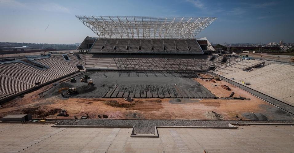 03.maio.2013 - Obras do estádio Itaquerão seguem nesta sexta-feira; estádio receberá abertura da Copa-2014