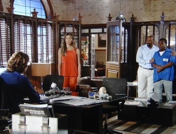 """3.mai.2013 - Em """"Flor do Caribe"""", Ester diz a Alberto que sabe que ele trocou os diamantes levados por Cassiano"""