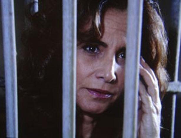 """3.mai.2013 - Em """"Salve Jorge"""", Wanda ameaça entregar Lívia para a polícia"""