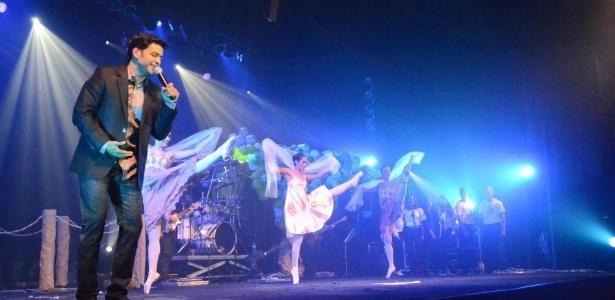 Allyson Castro durante um de seus shows de música cristã