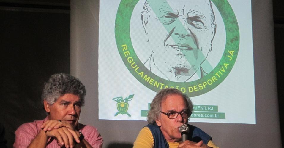 Deputado Chico Alencar (esq.) e Mário Augusto, da ABI, no lançamento da