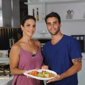Ivete Sangalo e o marido, o nutricionista Daniel Cady, cozinham juntos em vídeo para o programa de emagrecimento BodyChange 10 semanas® - Divulgação