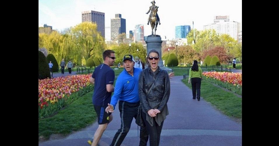O ator Kevin Spacey se intrometeu na foto de uma turista clicada em um parque da cidade de Boston (EUA), nesta sexta-feira (3)