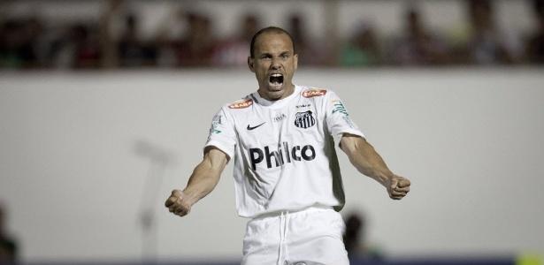 Lateral Léo fez história no Santos, mas também defendeu o Benfica entre 2005 e 2009