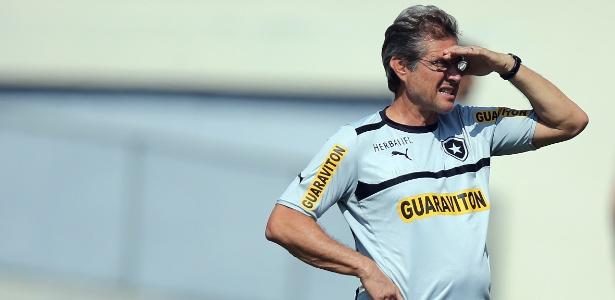 Oswaldo de Oliveira recebeu elogios da diretoria por conduzir bem jogadores durante crises enfrentadas