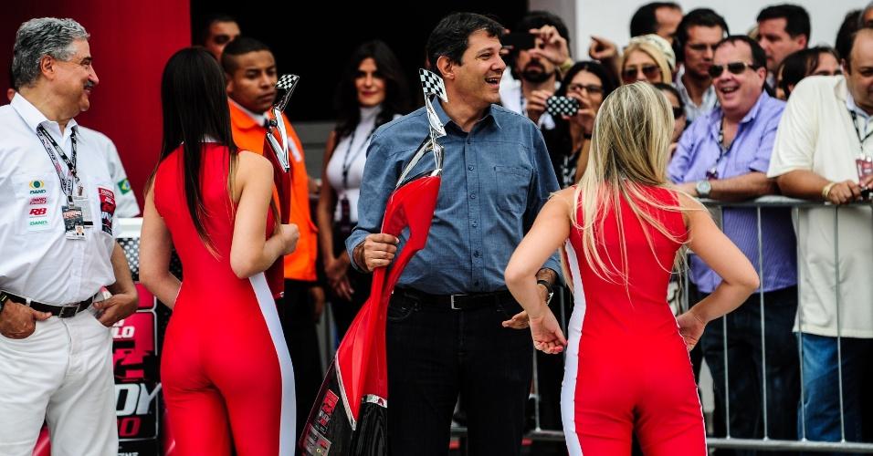 04.maio.2013 - Enquanto pilotos corriam no Anhembi, gatas chamaram a atenção na Fórmula Indy em São Paulo (inclusive do prefeito Fernando Haddad)