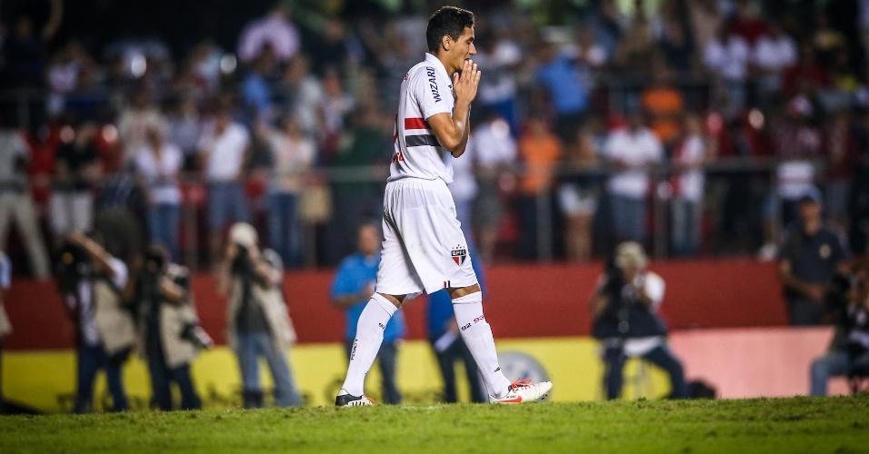 05.mai.2013 - Paulo Henrique Ganso se lamenta após desperdiçar sua cobrança na disputa por pênaltis contra o Corinthians