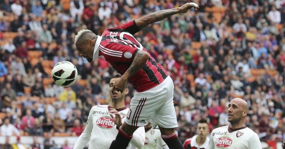 05.mai.2013 - Prince Boateng tenta a finalização na partida do Milan contra o Torino, pelo Campeonato Italiano