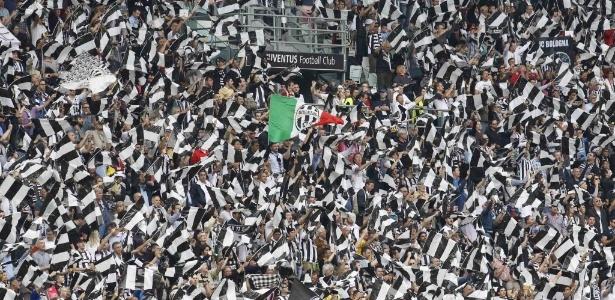 Torcida da Juventus faz festa em jogo contra o Palermo