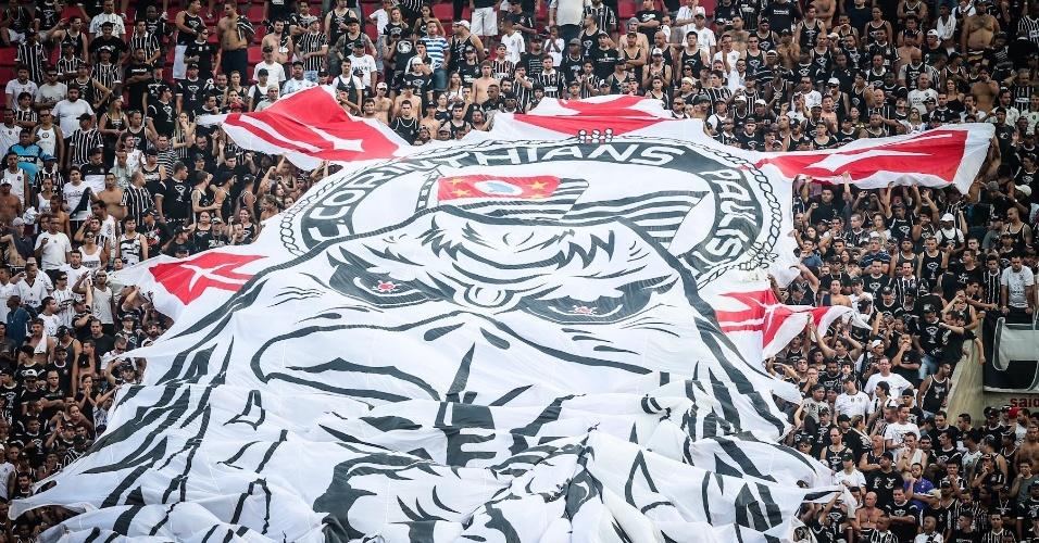 05.mai.2013 - Torcida do Corinthians marca presença no Morumbi para acompanhar o duelo contra o São Paulo