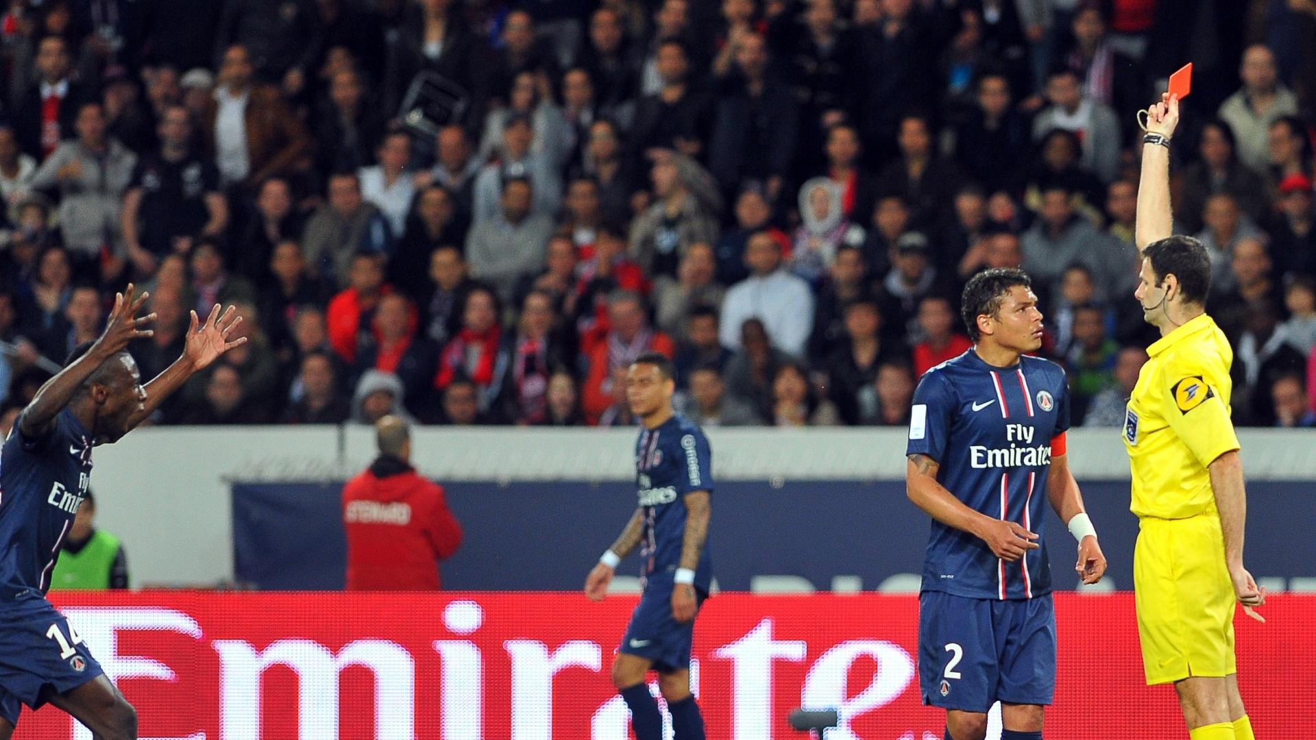 05maio2013 - Thiago Silva foi expulso reclamação ao árbitro no empate do PSG