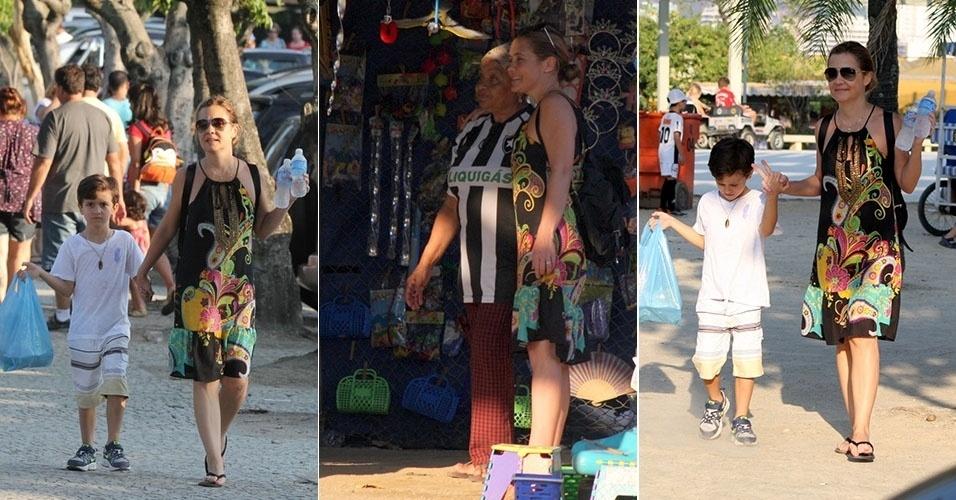 5.mai.2013 - Adriana Esteves passeia com o filho e tira foto com fã na Lagoa Rodrigo De Freitas