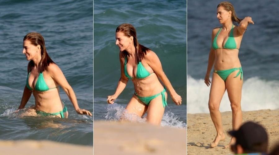 5.mai.2013 - Maitê Proença dá mergulho na praia de Ipanema