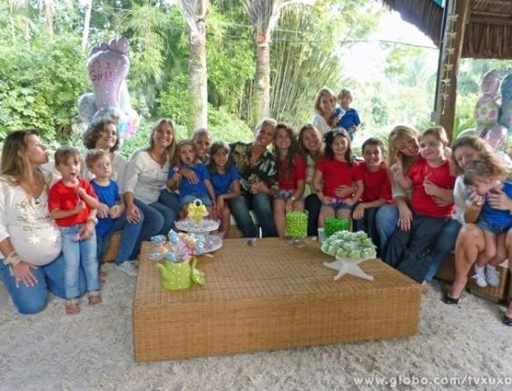 """3.mai.2013 - Xuxa se reúne com ex-paquitas que são mães e seus filhos para edição do """"TV Xuxa"""" especial de Dia das Mães, que será exibido no sábado (11)"""
