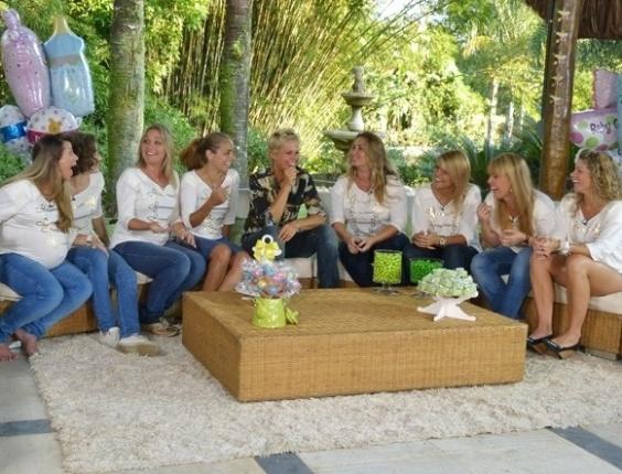 """3.mai.2013 - Xuxa se reúne com ex-paquitas que são mães ou estão grávidas para edição do """"TV Xuxa"""" especial de Dia das Mães"""