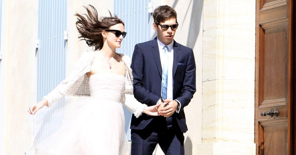 4.maio.2013 - Keira Knightley e Jason Righton se casam na cidade de Mazan, na França