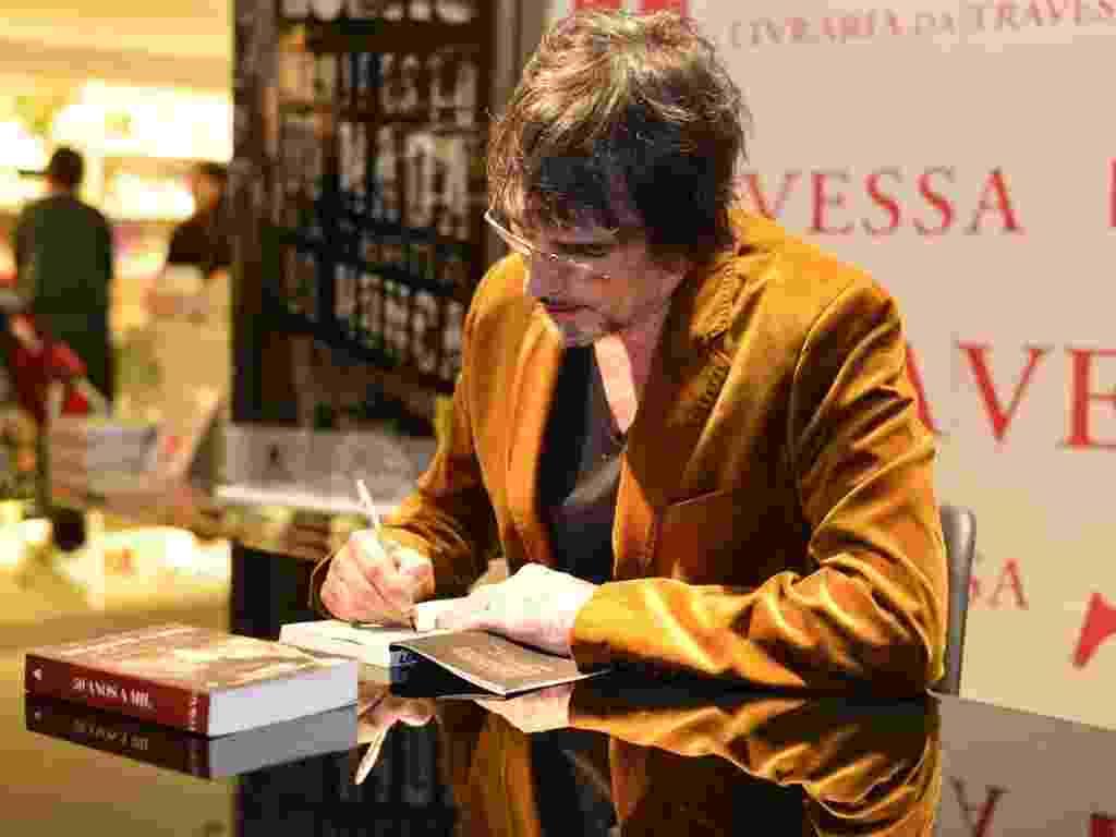 """6.mai.2013 - O músico Lobão lança o livro """"Manifesto do Nada na Terra do Nunca"""" em livraria de shopping no Rio de Janeiro - André Muzell / AgNews"""